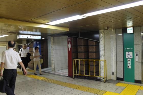 地下通路の公衆トイレ1
