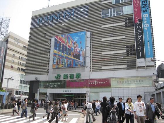 新宿駅西口・東口25