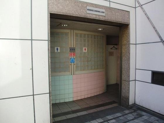 新宿駅東南口公衆便所1