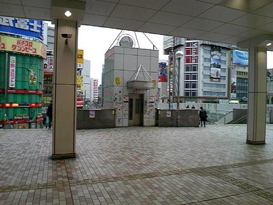 新宿駅西口・東口10