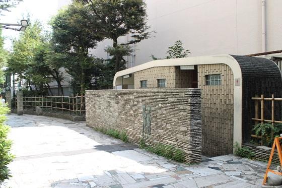 ゴールデン街の公衆トイレ1