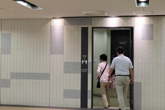 JR新宿駅西口地下駐車場トイレ1