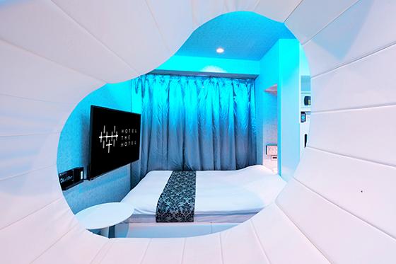 不思議な形をしたマットが置いてある部屋